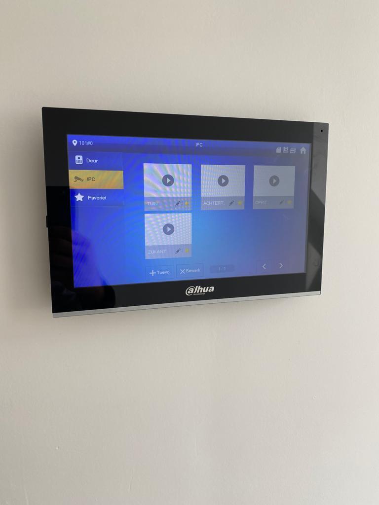 Installeren van een 10-inch beeldscherm voor een intercomsysteem